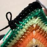 Cum se croseteaza un pulover ultracolorat folosind patratul traditional solid granny